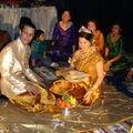 Les fiancés en costumes kmers