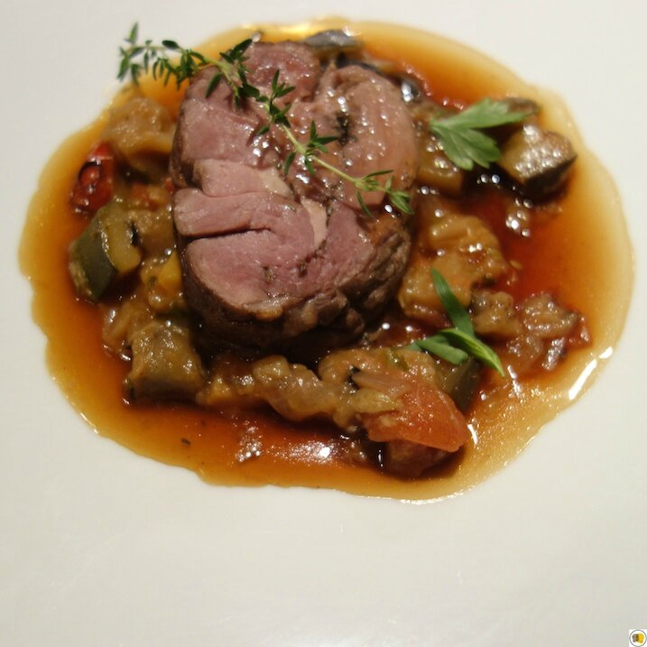 Gigot d'agneau, ratatouille provençale et jus à la Farigoulette