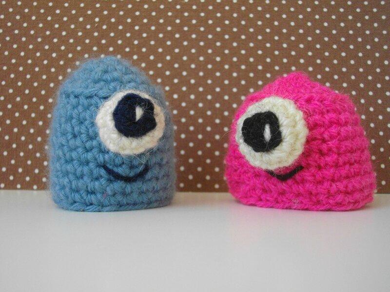 cyclope-crochet-bonnet-minion-bleu-rose-bonnet-innicent-france-mets-ton-bonnet