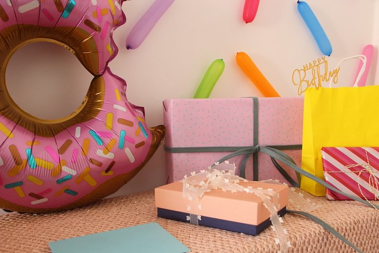 happy_10_donut_party_balloon_gifts