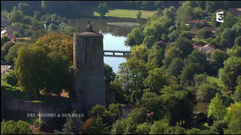 Cité médiévale de Vouvant et sa tour mélusine des racines et des ailes (2)