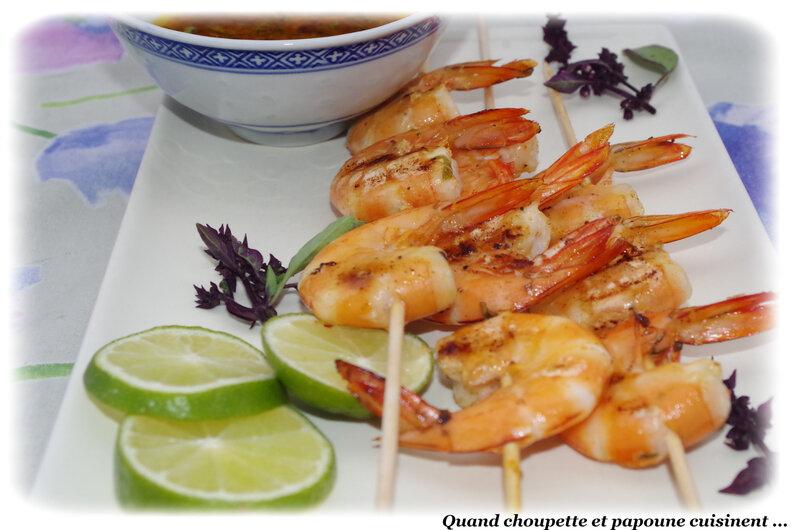 brochettes de crevettes grillées, sauce aux herbes et citron vert-5049