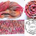 Défi 13 : corail, laine teinte et tuto de l'écharpe à vagues