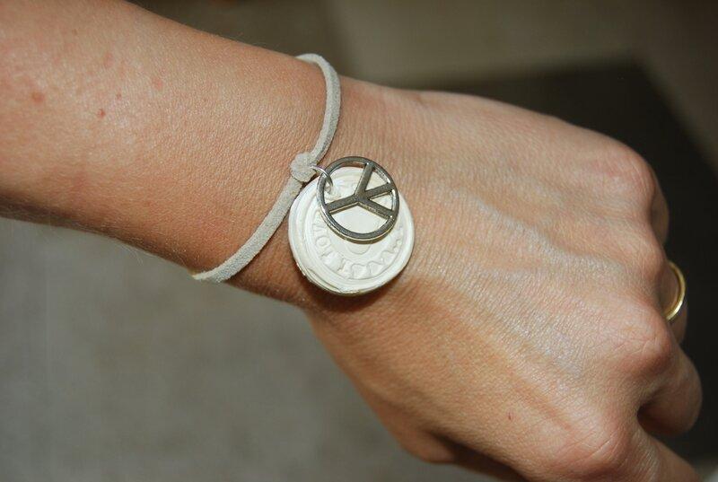 A nouer medaille et peace & love (dispo)