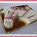 Tête de cheval et gâteau fleuri