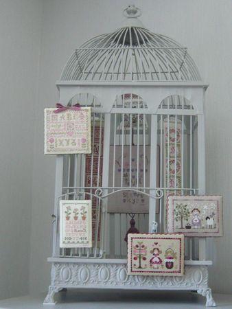 Point de croix presenter ses ouvrages cage à oiseaux
