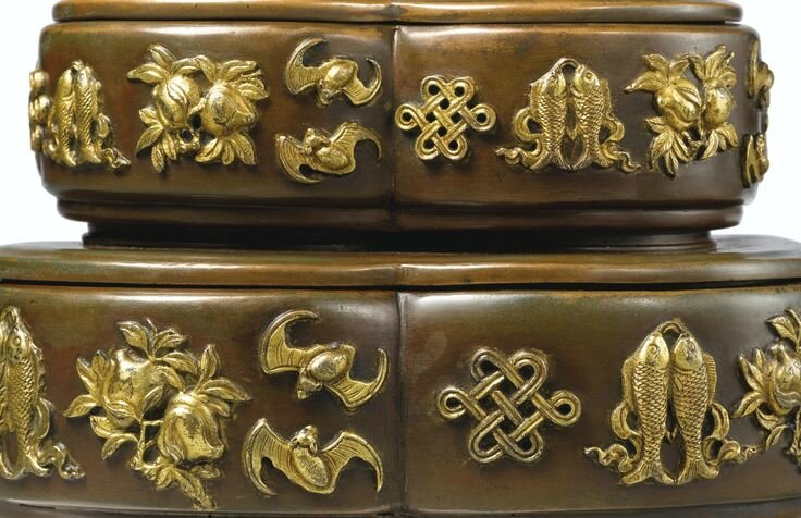 An exceptional and extremely rare gilt-copper double box and cover, Mark and period of Yongzheng (detail 1)