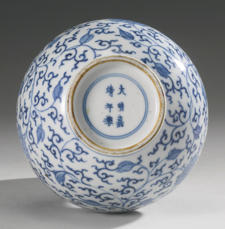A penciled blue and white 'Lotus' small vase, Qing dynasty, Kangxi period (1662-1722)3