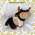 Peluche doudou vache noir blanc et marron fleur orange sandy