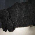 Chapeau AGATHE en laine bouillie noire avec fleur - doublure coton noir à pois tête d'épingle blancs - taille 54 (4)