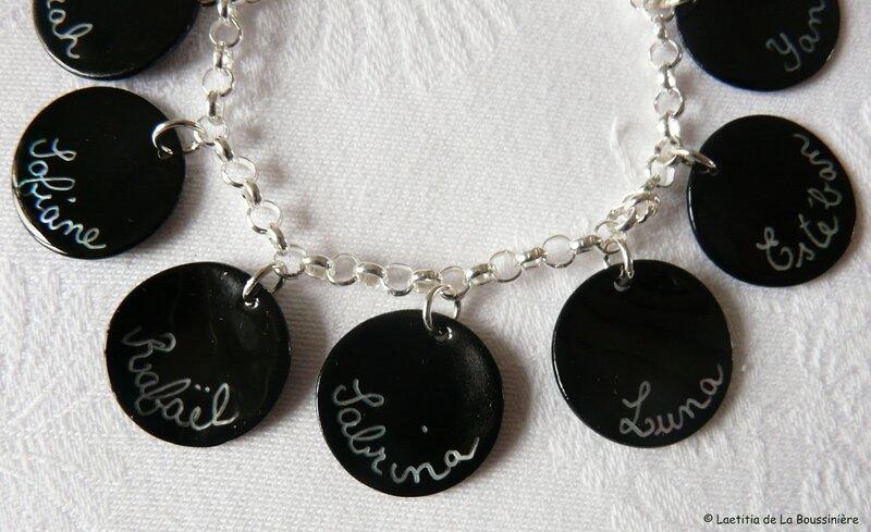 Bracelet personnalisé sur chaîne argent massif (médailles gravées noires)