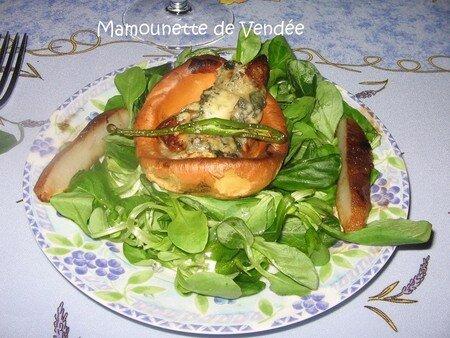 Poires_fondantes_au_bleu_d_Auvergne_sur_barque_et_son_algue_014