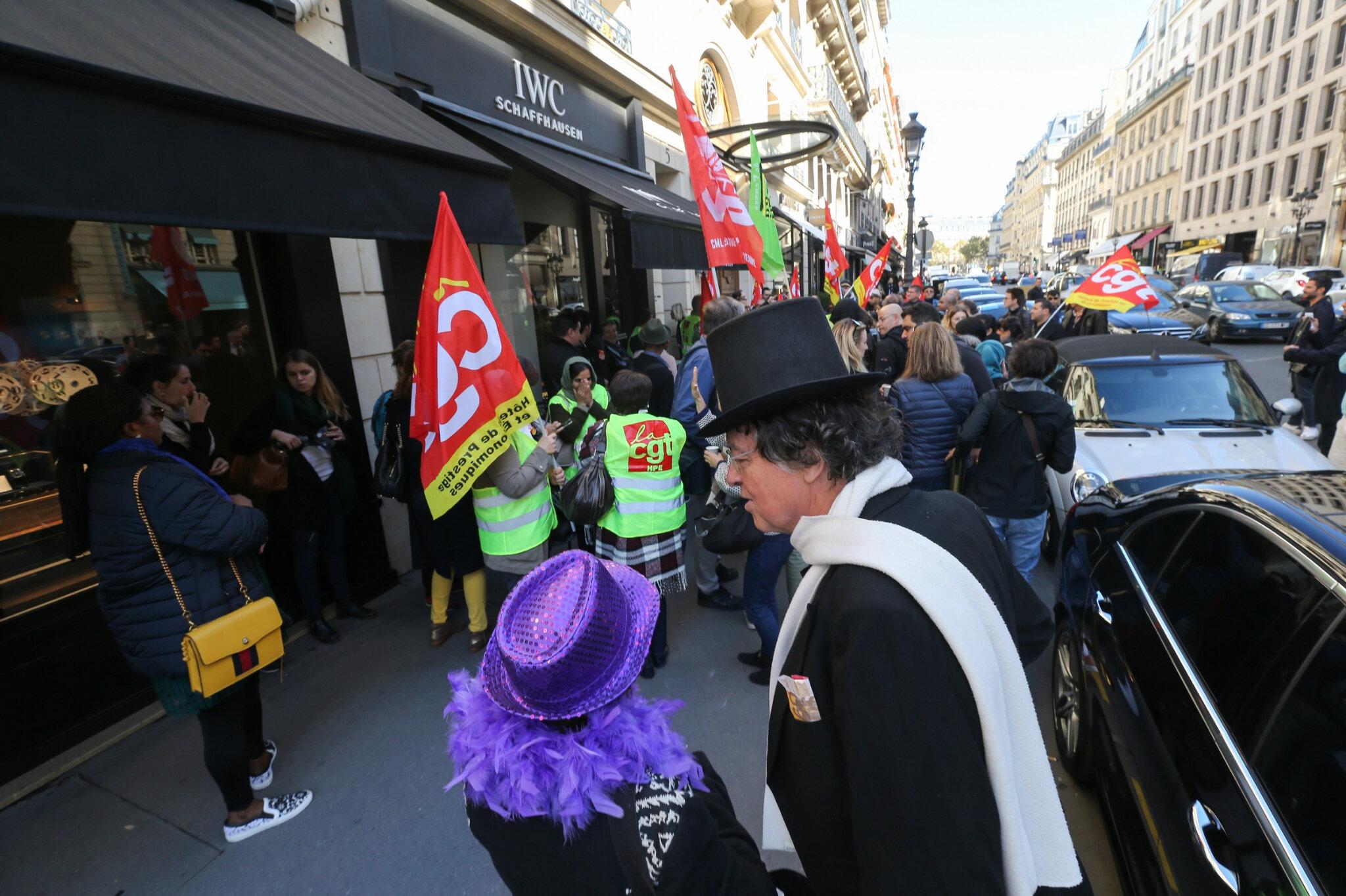 Les employés du luxueux hôtel Park Hyatt à Paris battent le pavé. © Michel Stoupak. Mar 25.09.2018, 11h13m40.