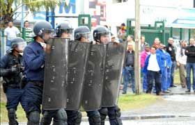 UNE_20USTKE_POLICE2NB