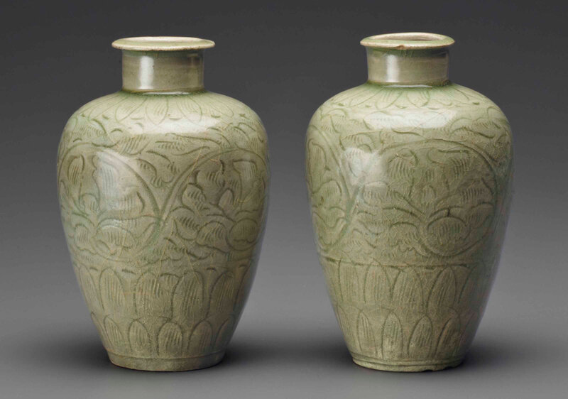 2013_NYR_02726_1486_000(a_pair_of_early_celadon_carved_ovoid_vases_southern_song_dynasty_12th)