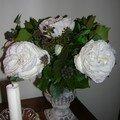 Rose artificielles et lierre bien réel, un mariage réussi !