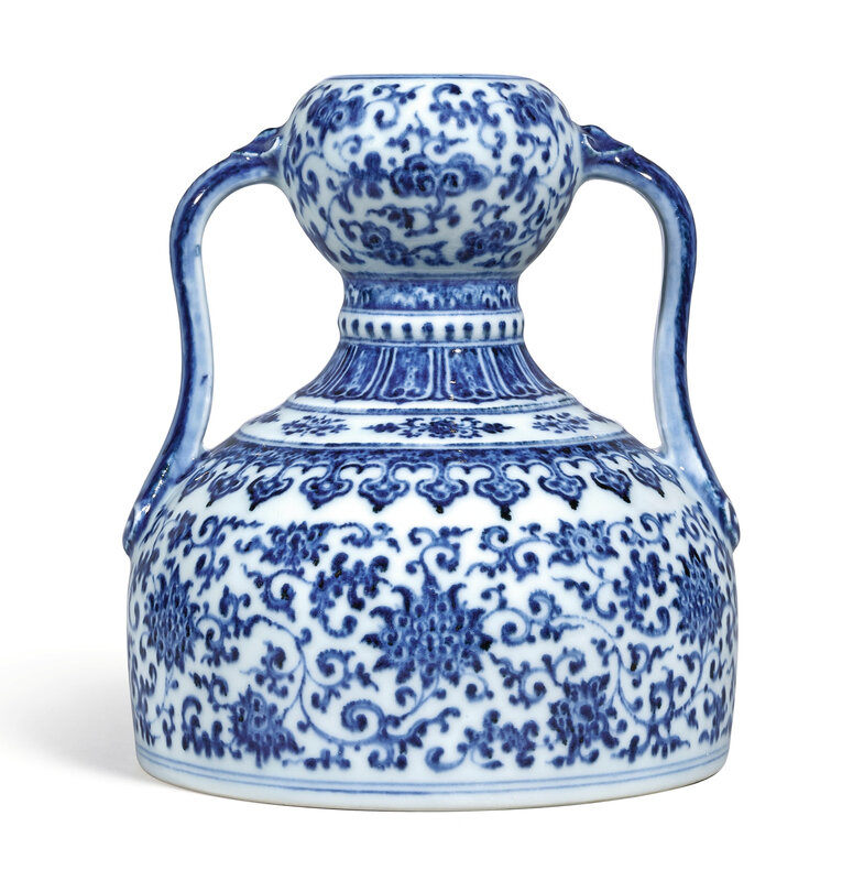 An extremely rare blue and white double-gourd flask, Seal mark and period of Qianlong (1736-1795)
