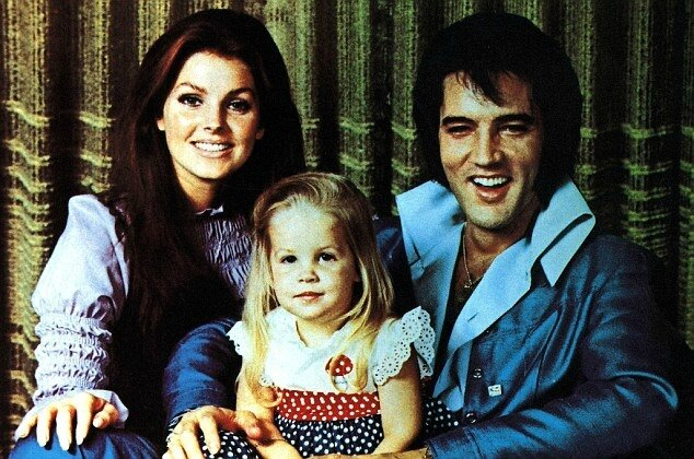 079F3AF5000005DC-3296080-Family_Priscilla_and_Elvis_with_their_daughter_Lisa_Marie_in_197-a-197_1446166478349