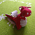 Peluche yoki le dragon rouge