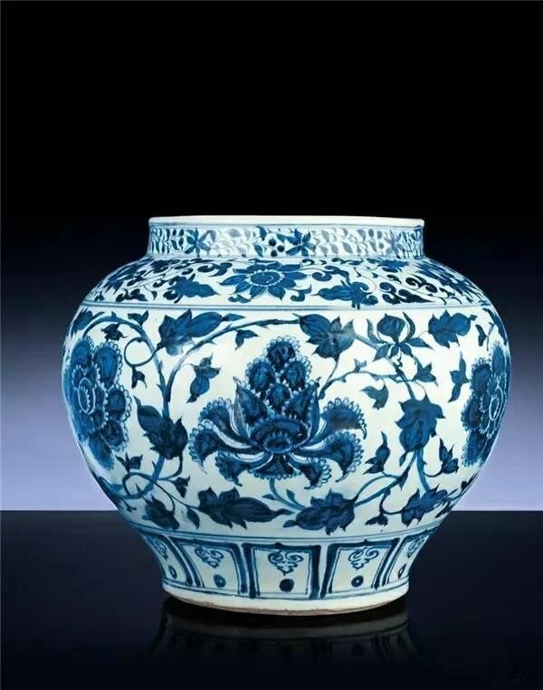 A finely painted blue and white baluster jar,guan, Yuan dynasty, mid-14th century