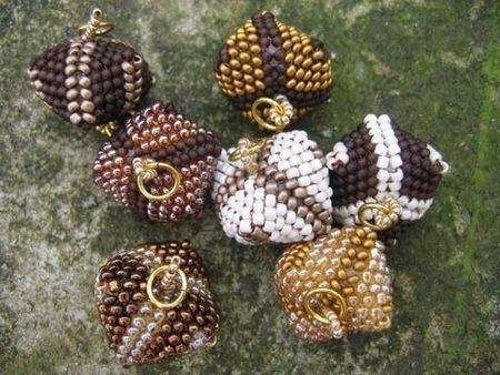 collier_fruits_rouges__perles_coussin_015