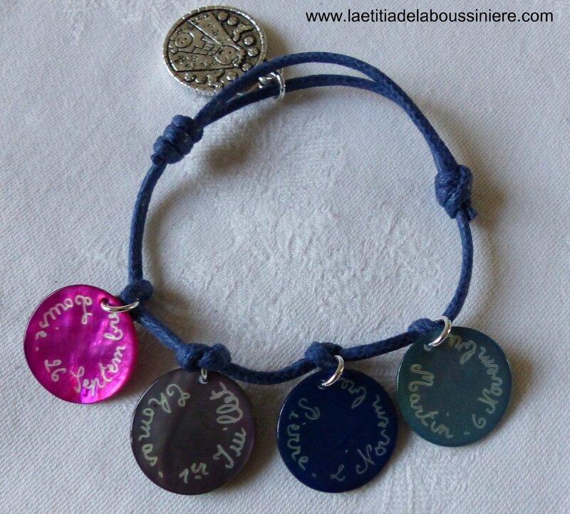 Bracelet sur cordon 4 médailles en nacre gravées