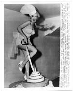MONROE__MARILYN___CHEESECAKE_QUEEN_OF_1952_FARMERS_MAR_001_1_