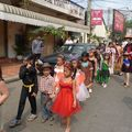 Le défilé dans la rue