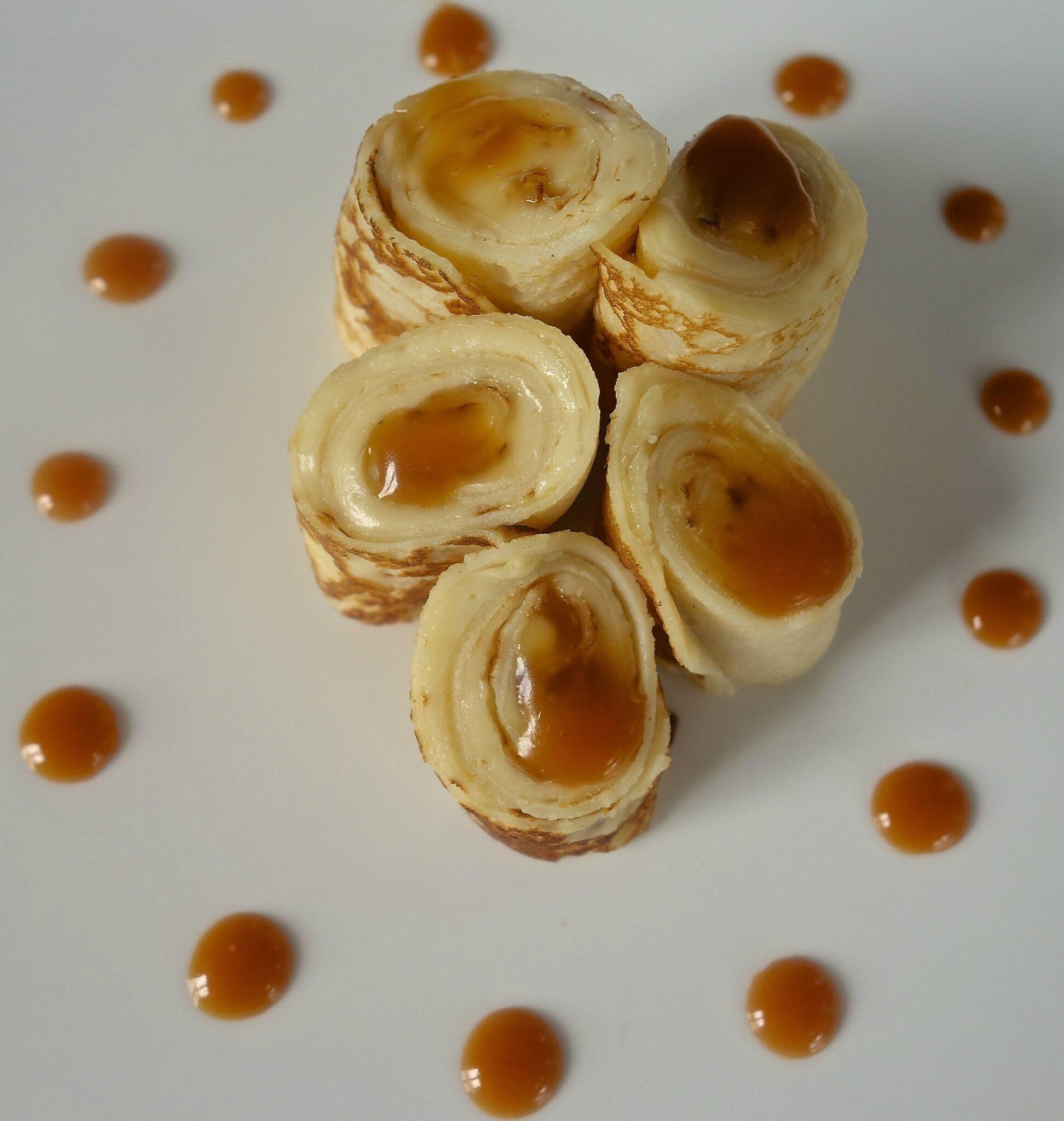 fontaine de crêpes à la tomme de Savoie sauce au caramel salé