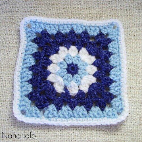 blue-yarn-bombing-01