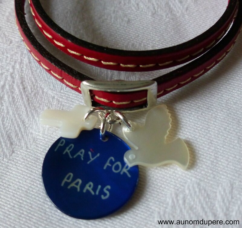 Bracelet cuir double tour Pray for Paris (détail)