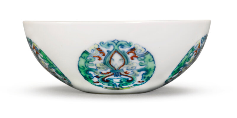 A doucai 'medallion' bowl, Yongzheng mark and period (1723-1735)