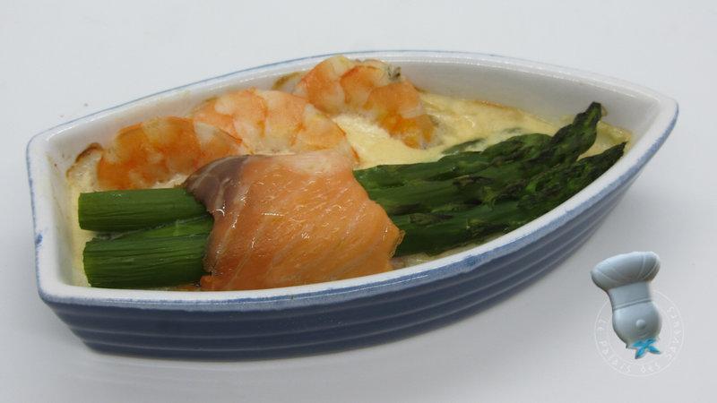 Roulades de saumon aux asperges, sauce crevettes