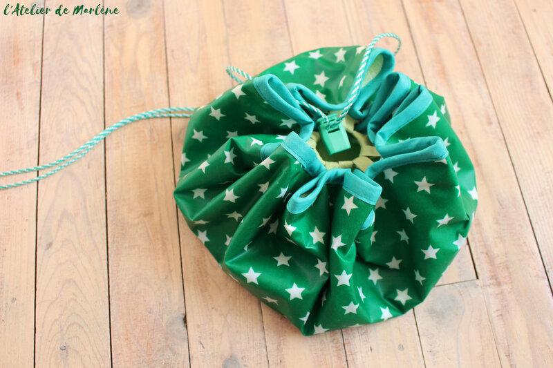 sac tapis pieds au sec piscine garçon vert étoiles