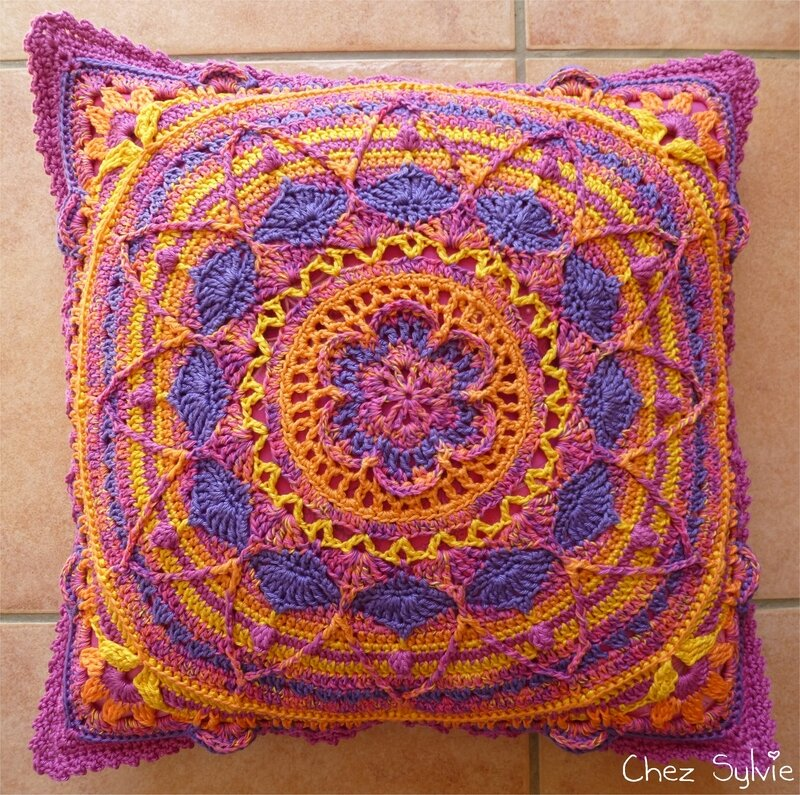 Coussin violet recto