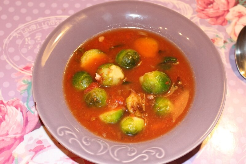 bouillon choux de Bruxelles tomates