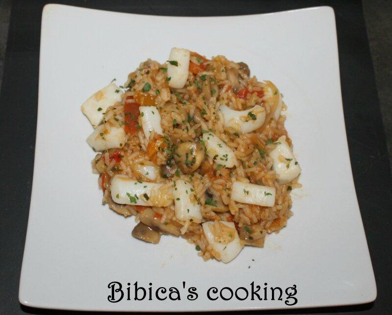 Poêlée de riz aux calamars, champignons et tomates fraîches