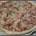 Pizza moitie viande hachee/chorizo et moitie jambon/chorizo