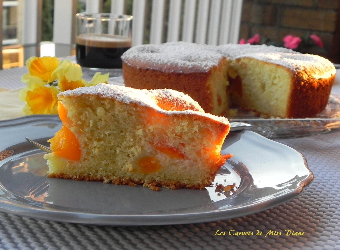 Gâteau d'été aux abricots et au thym, sans gluten et sans lactose