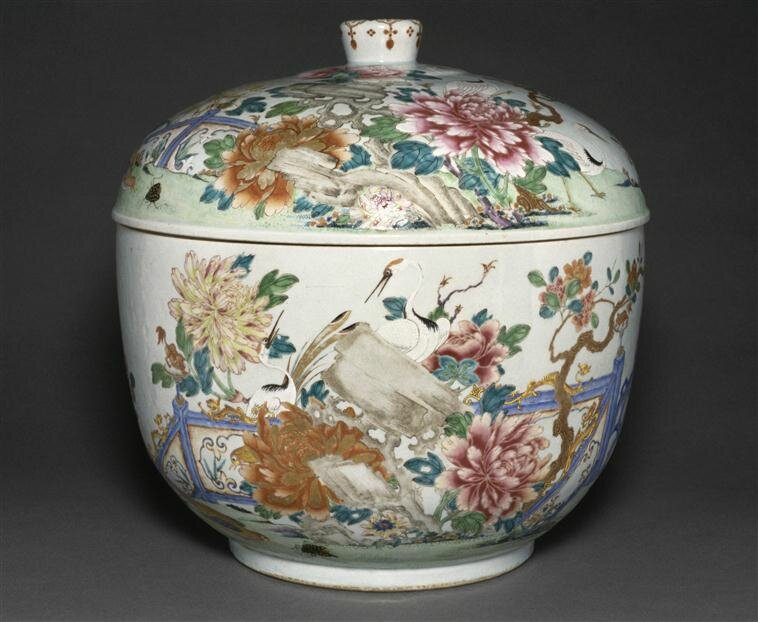 Jarre à décor de fleurs et oiseaux, Règne de Qianlong, Paris, musée Guimet - musée national des Arts asiatiques
