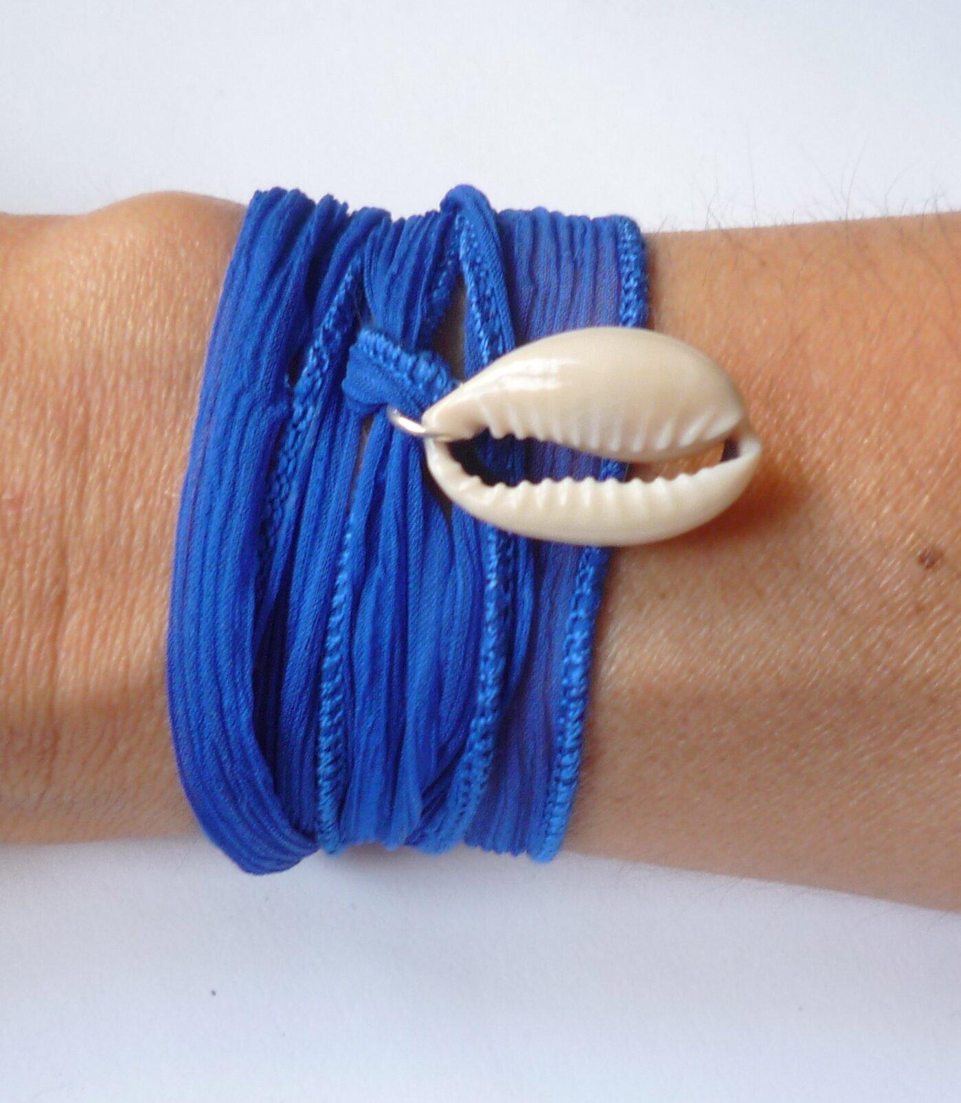 Bracelet -Manchette 'Cauri & Soie' bleu klein