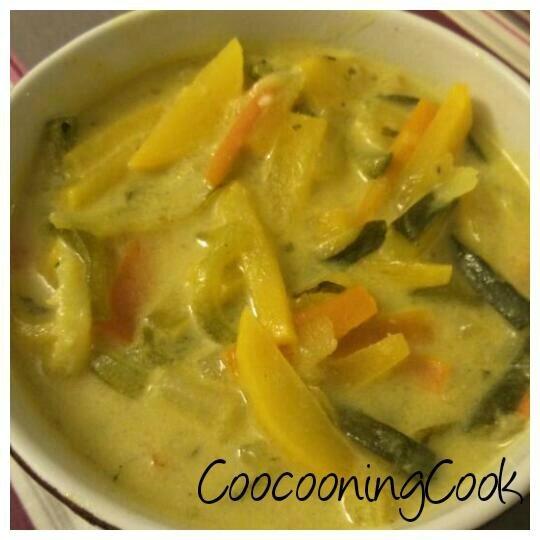 soupe aux légumes au curry et lait de coco