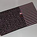 3 en 1 porte chéquier protège carnet de chèques carte bleue et d'identité tissu marron rose fleurs rayures