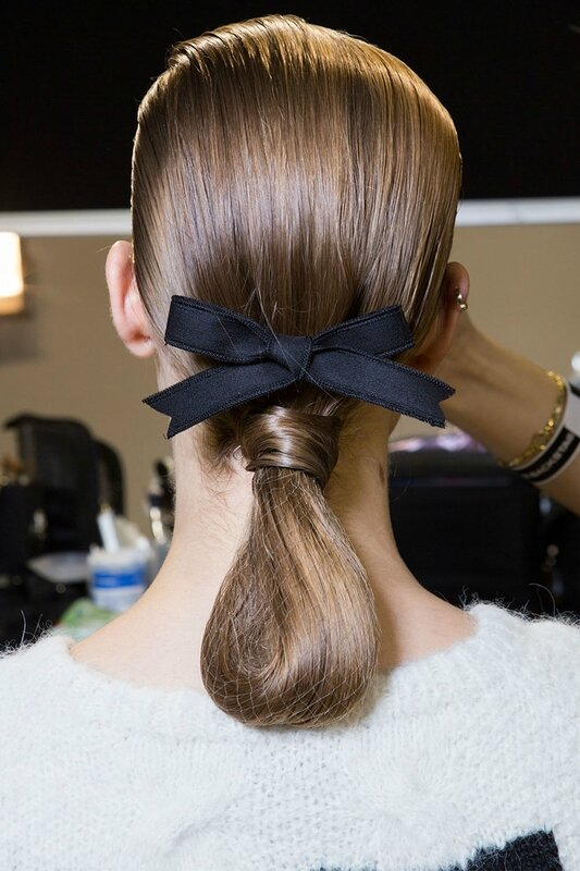 hbz-fw2017-hair-trends-bow-crazy-rochas-bks-i-rf17-1239_1