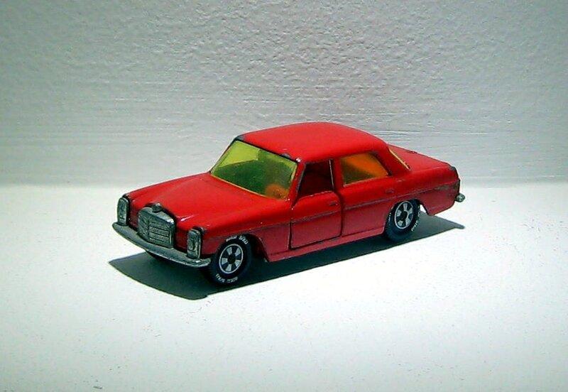Mercedes 250 (Ref V309)(Siku) 01