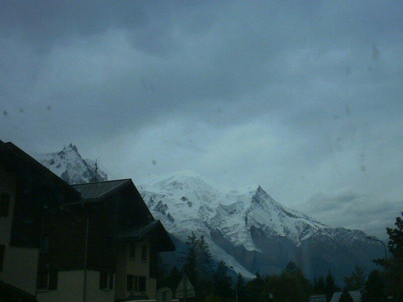 les pics du mont blanc en automne