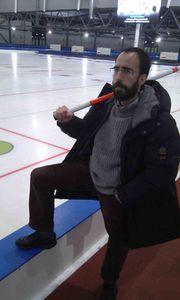 curling man 1