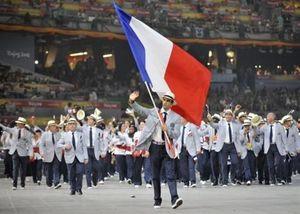 afp-archives-fabrice-coffrini-tony-estanguet-porte-drapeau-de-la-delegation-francaise-aux-jo-de