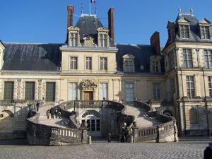 Fontainebleau_chateau_escalier_en_fer___cheval