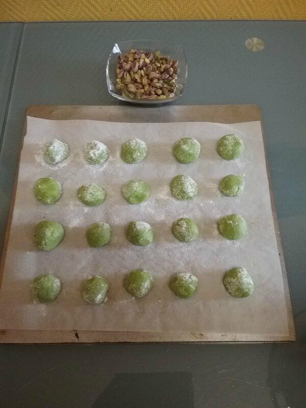 Amaretti à la pâte de pistaches 015
